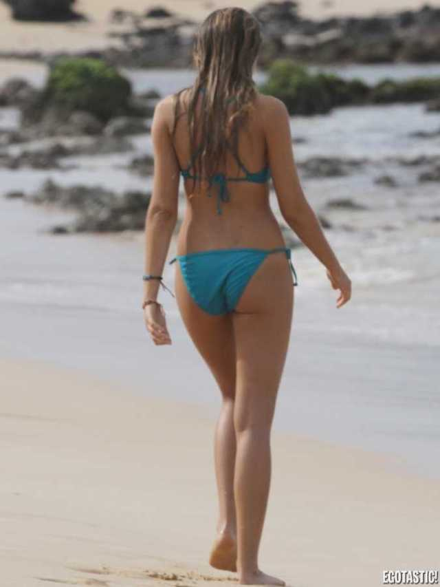 Indiana Evans sexy butt pics