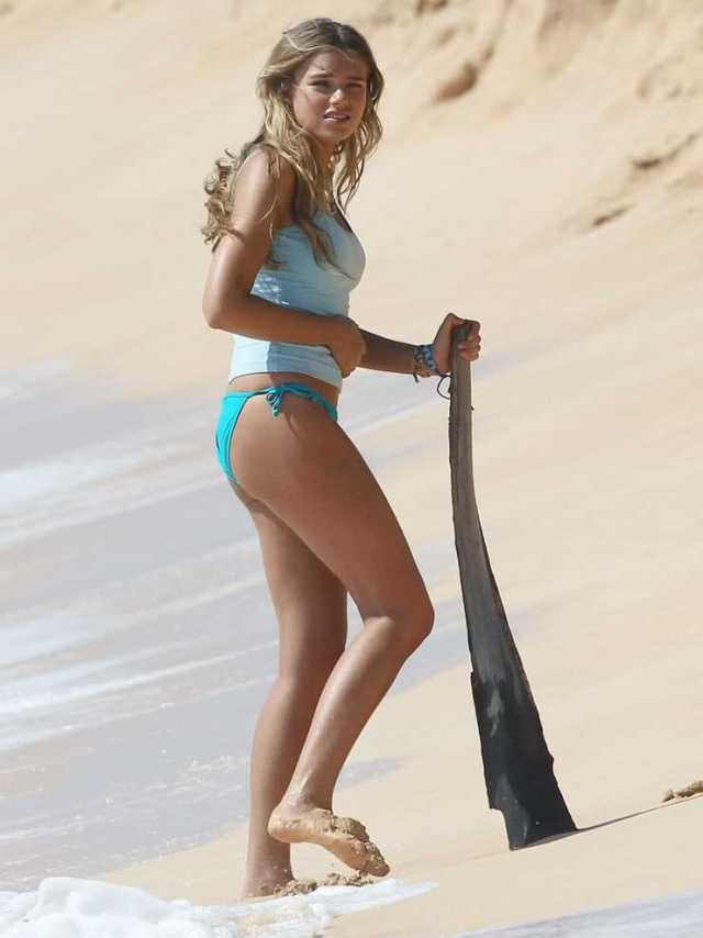 Indiana Evans sexy side butt pics
