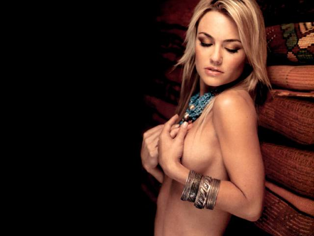 Kelly Carlson nude pic
