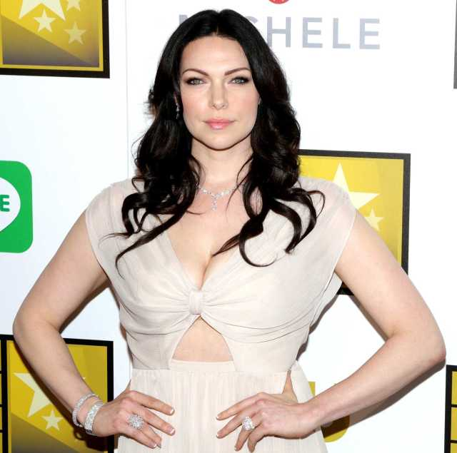 Laura Prepon sexy cleavage pictures (2)