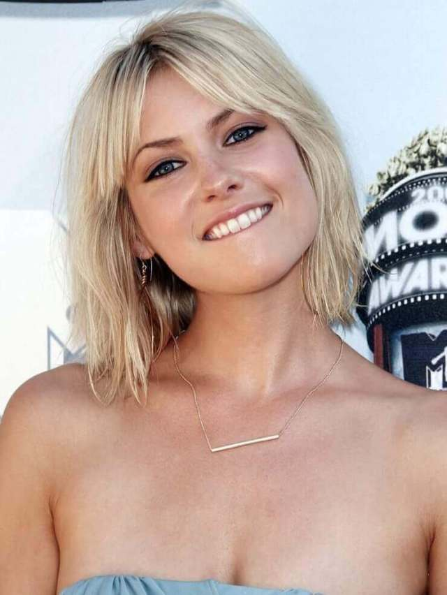 Laura-Ramsey-sexy-busty-pic-1