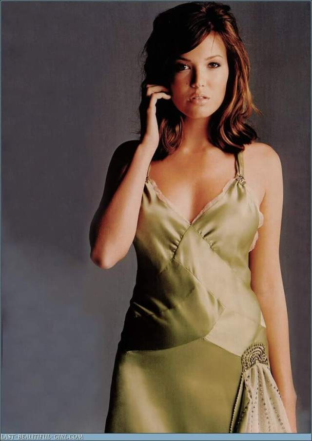 Mandy Moore sexy busty