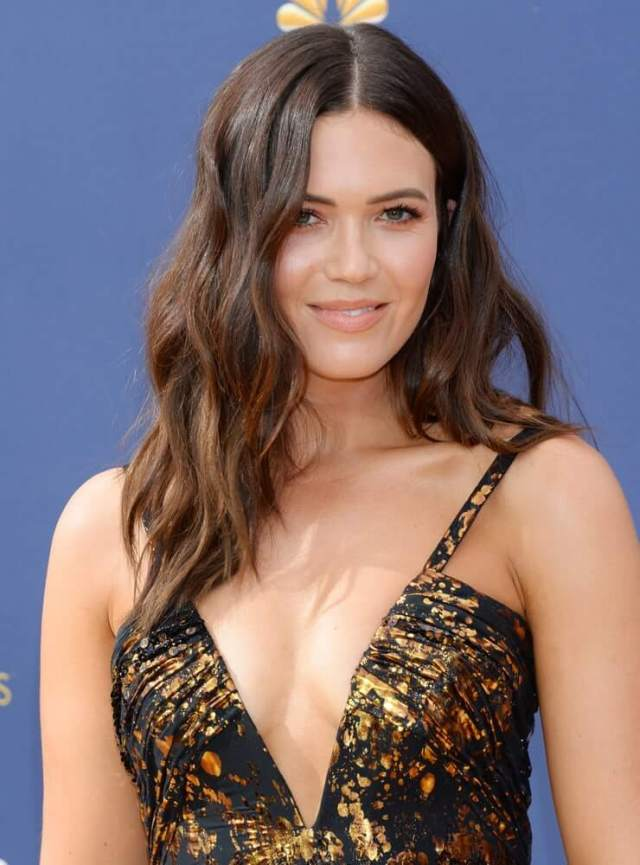 Mandy Moore sexy cleavage pic
