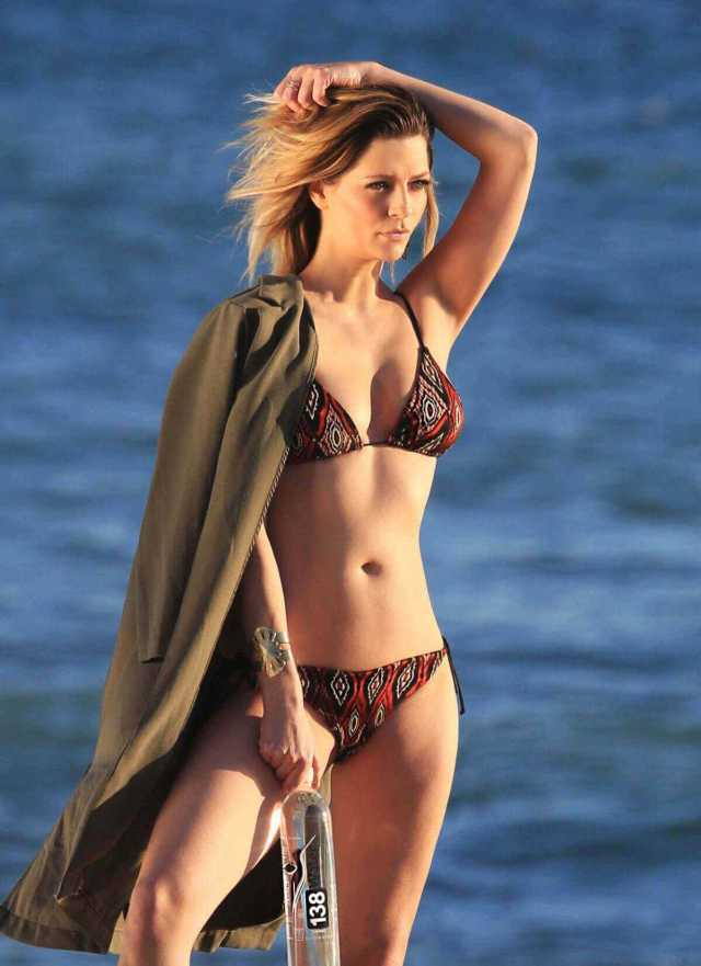 Mischa Barton busty pictures
