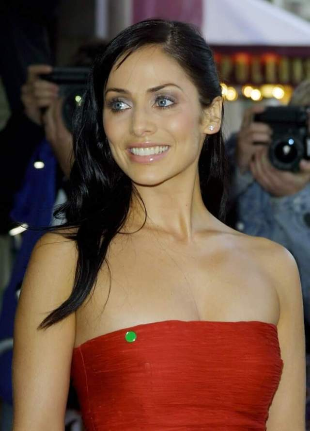 Natalie Imbruglia sexy busty