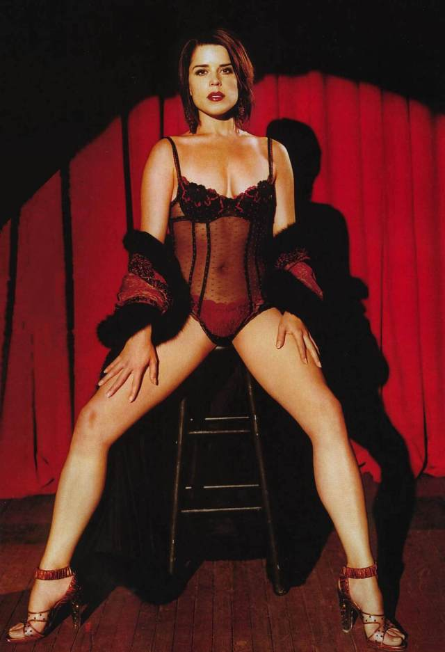 Neve Campbell hot photo