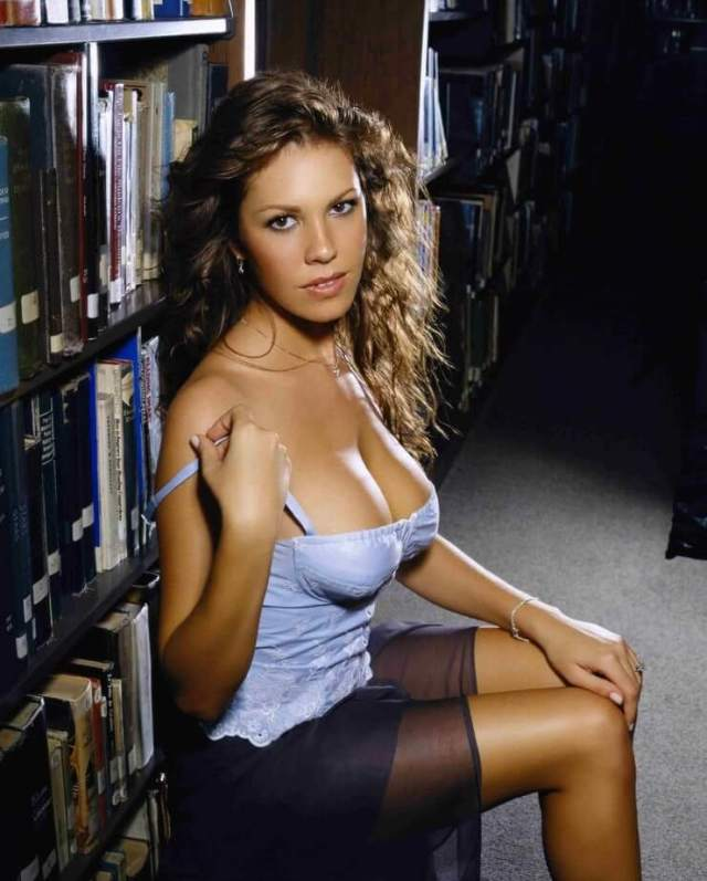 Nikki Cox awesome photo