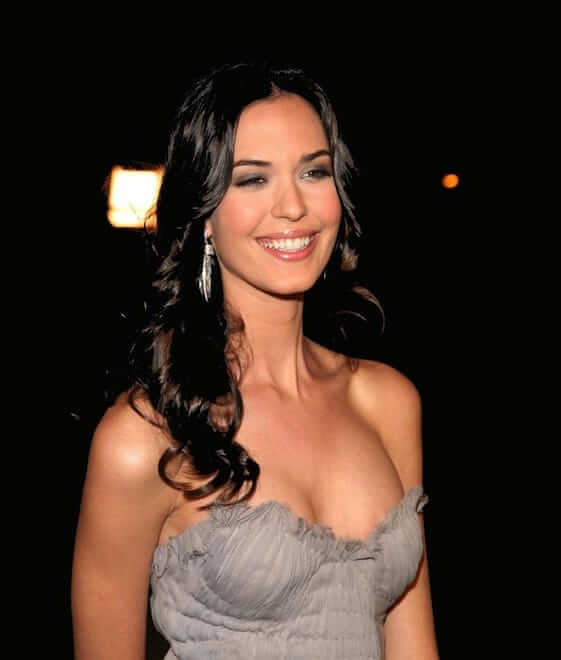 Odette Annable sexy boobs