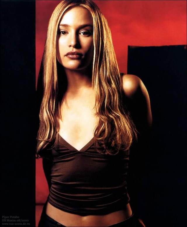 Piper Perabo sexy busty pic