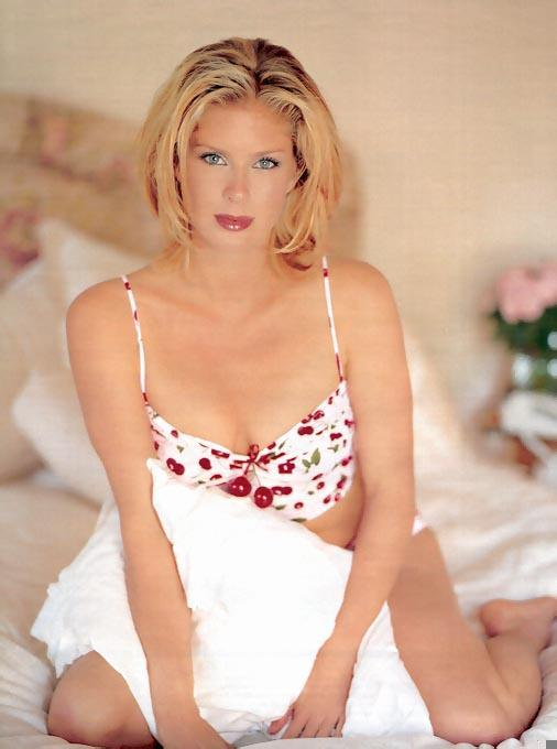 Rachel Hunter sexy busty picture