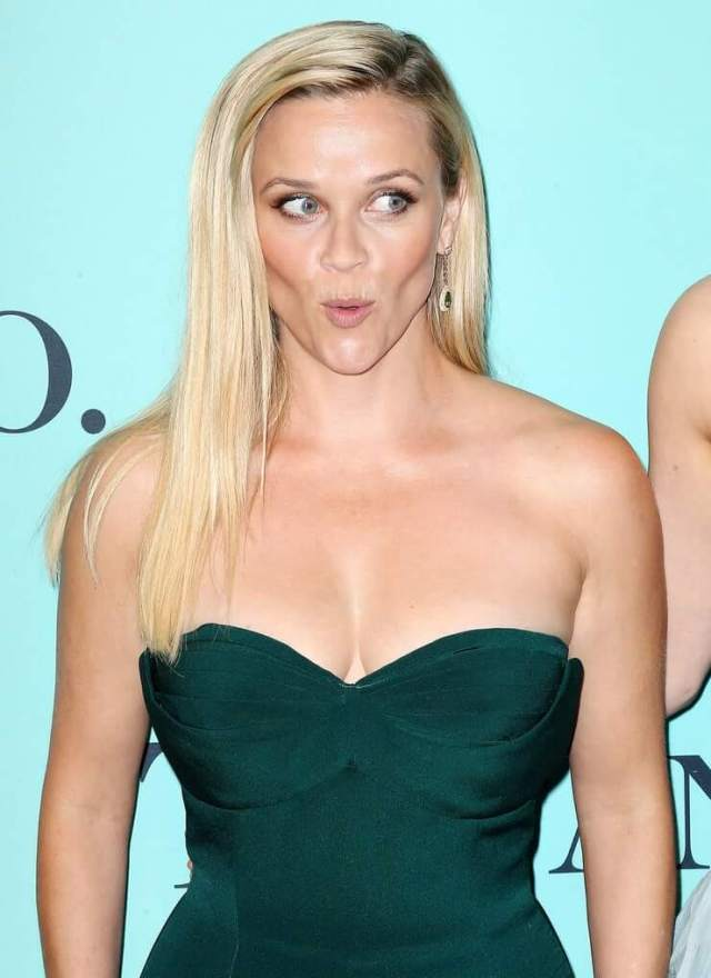 Reese Witherspoon sexbusty