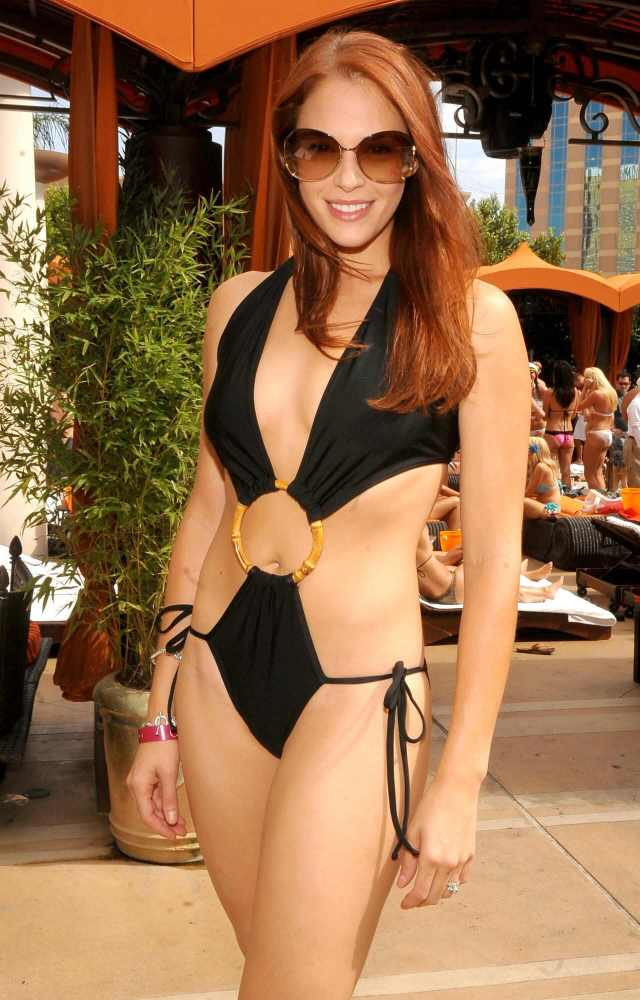 Amanda Righetti big boobs