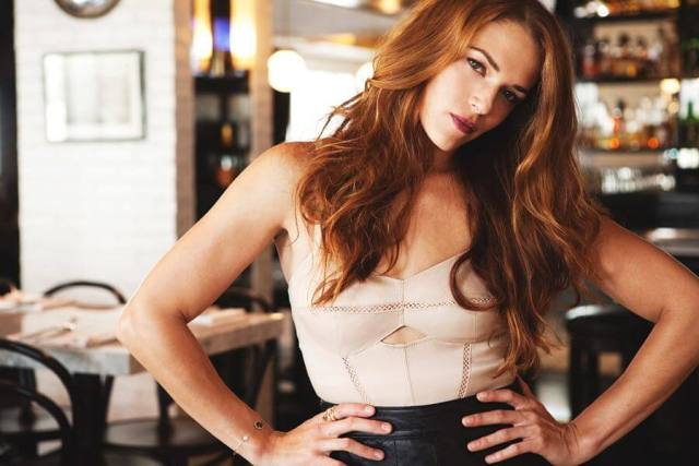 Amanda Righetti big boobs cleavage