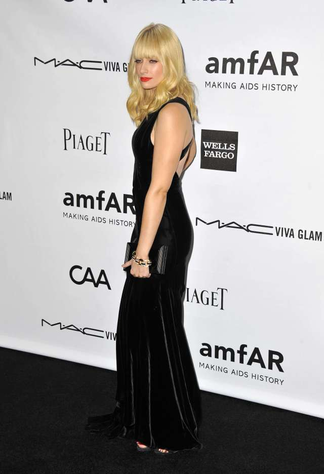 Beth Behrs side pose