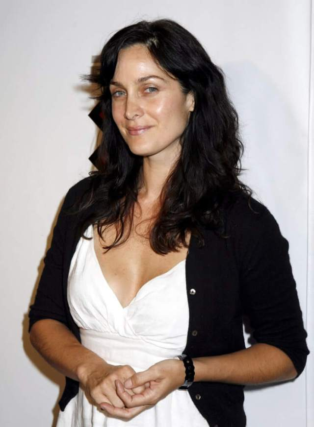 Carrie-Anne Moss awesome pics