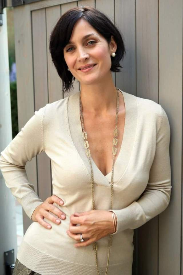 Carrie-Anne Moss sexy boobs photo