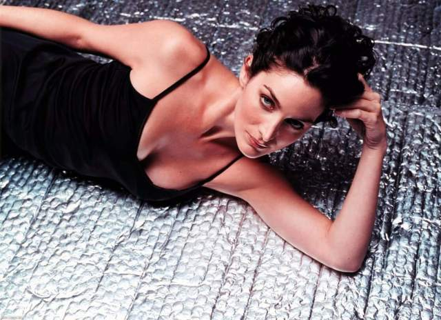 Carrie-Anne Moss sexy busty pics