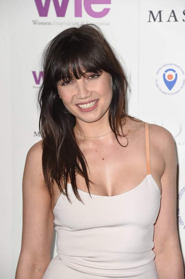 Daisy Lowe hot cleavage pics