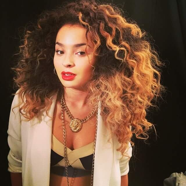 Ella Eyre sexy boobs picture