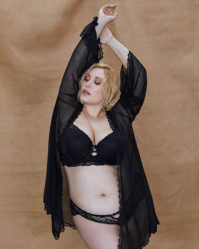 Hayley Hasselhoff sexy busty pic