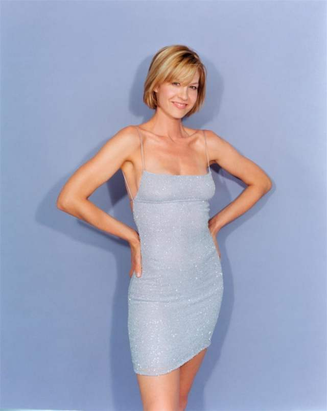 Jenna Elfman big boobs