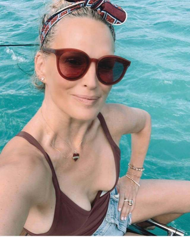 Molly Sims cleavage
