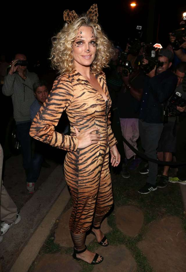 Molly Sims costume