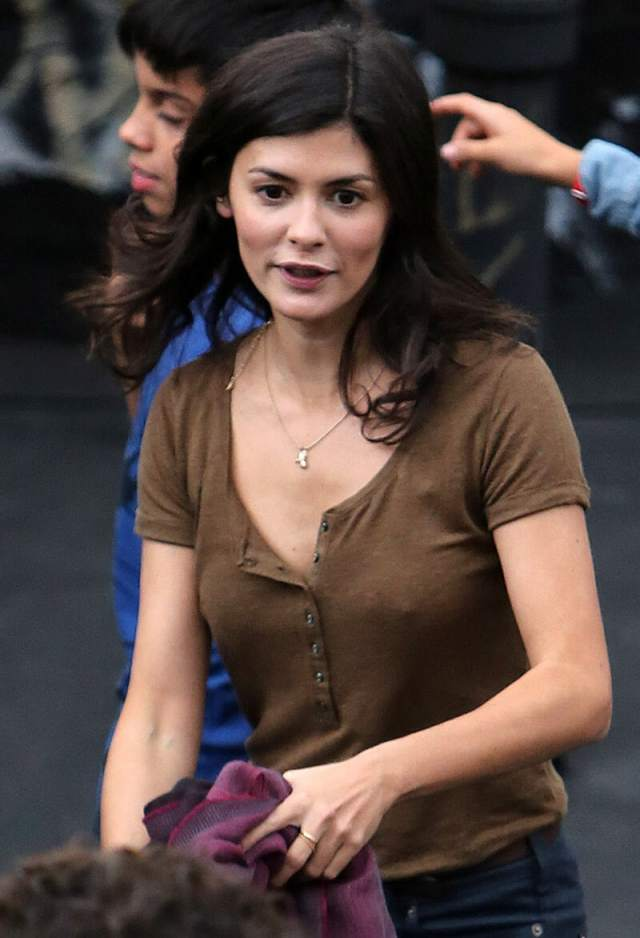 Audrey-Tautou-hot-cleavages-min