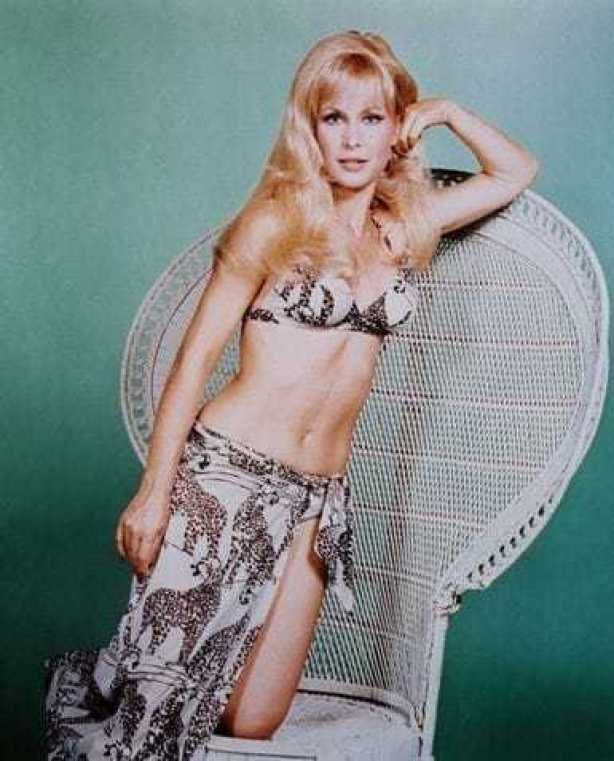 Barbara Eden hot pictures