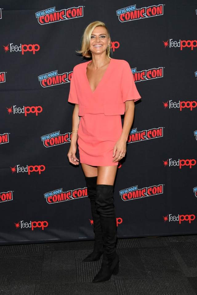 Eliza Coupe boobs cleavage (2)