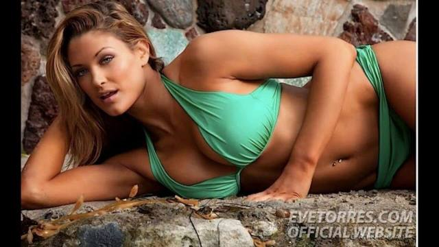 Eve-Torres-Sexy-Boobs-Pictures-in-Green-Bikini