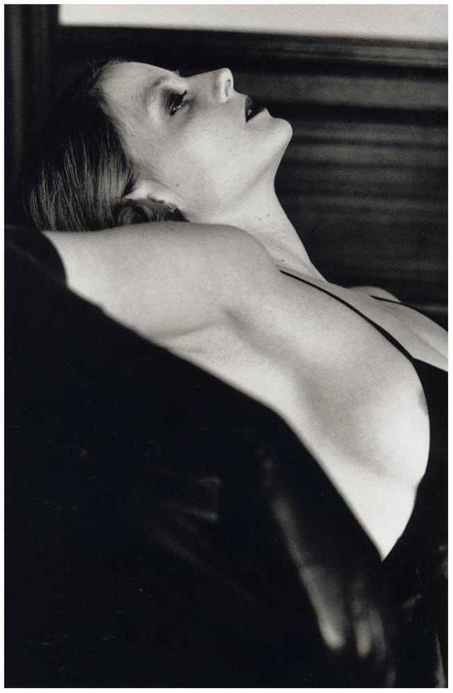 Jodie Foster side busty pics