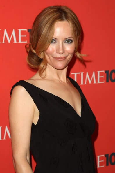 Leslie Mann sexy cleavage pics