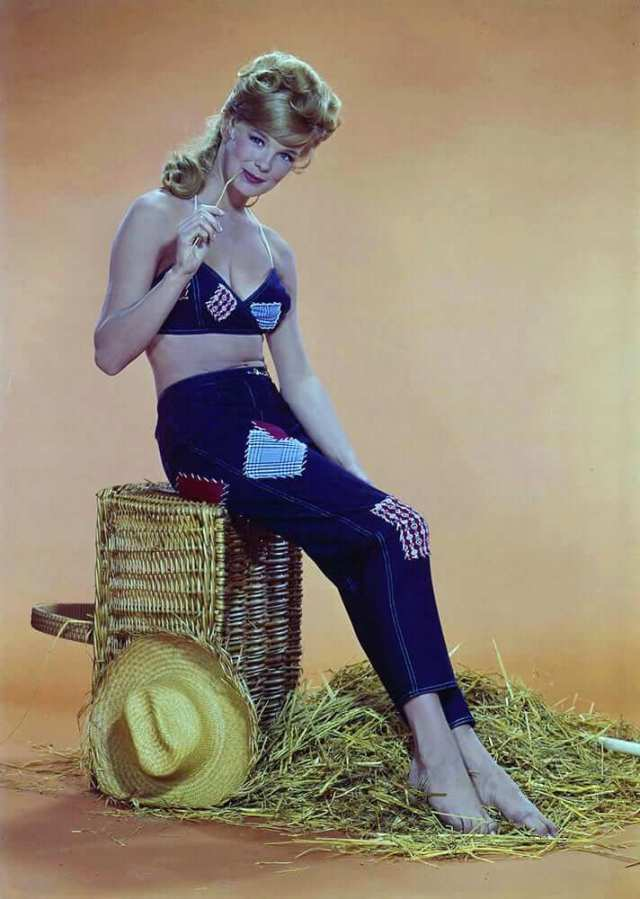 Linda-Evans-hot-look