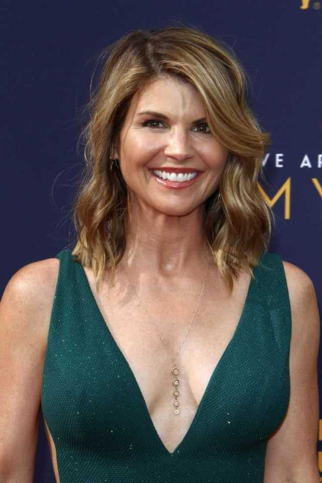 Lori Loughlin hot pic (2)