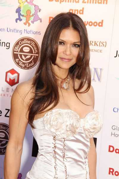 Nia Peeples sexy boobs (2)