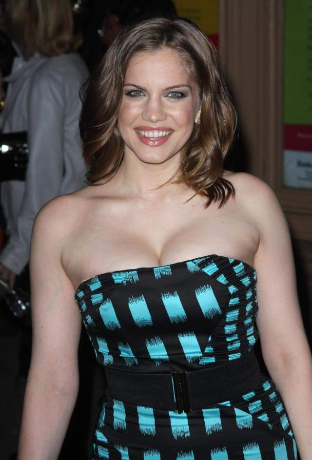 anna chlumsky hot pictures