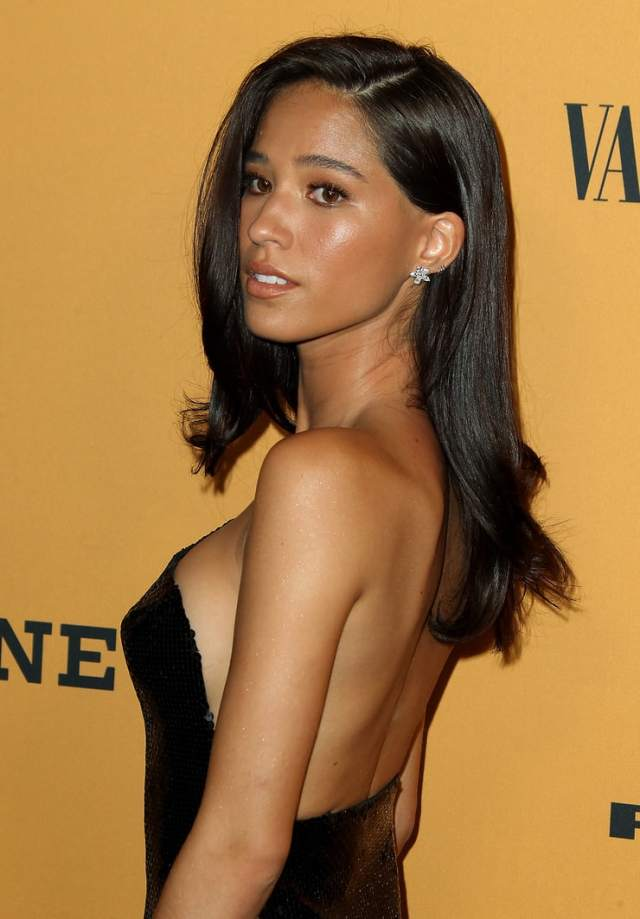 kelsey chow cleavage pic (2)