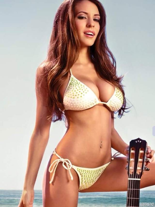 Shelby Chesnes tits