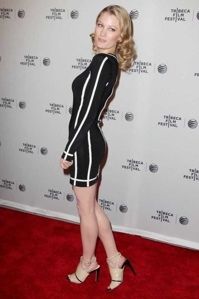 Ashley Hinshaw side butt pics
