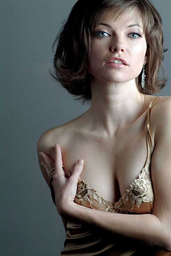 32 Nude Pictures Of Nicole de Boer Which Demonstrate She