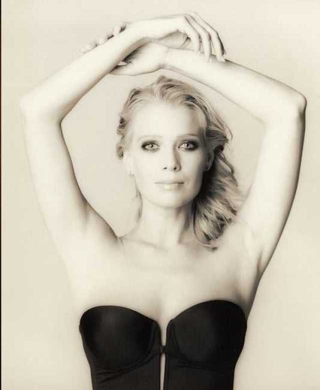 Laurie Holden nipples
