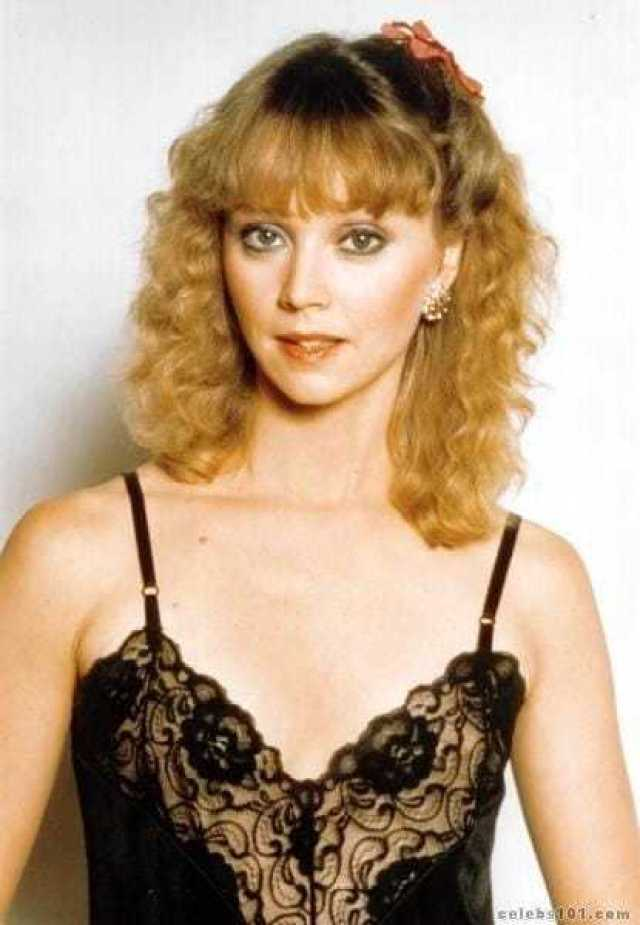 Shelley Long topless