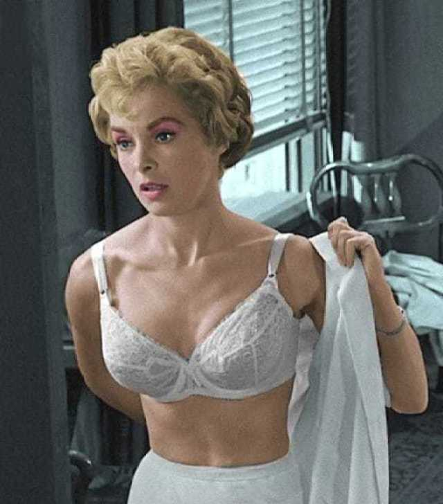 Janet Leigh topless