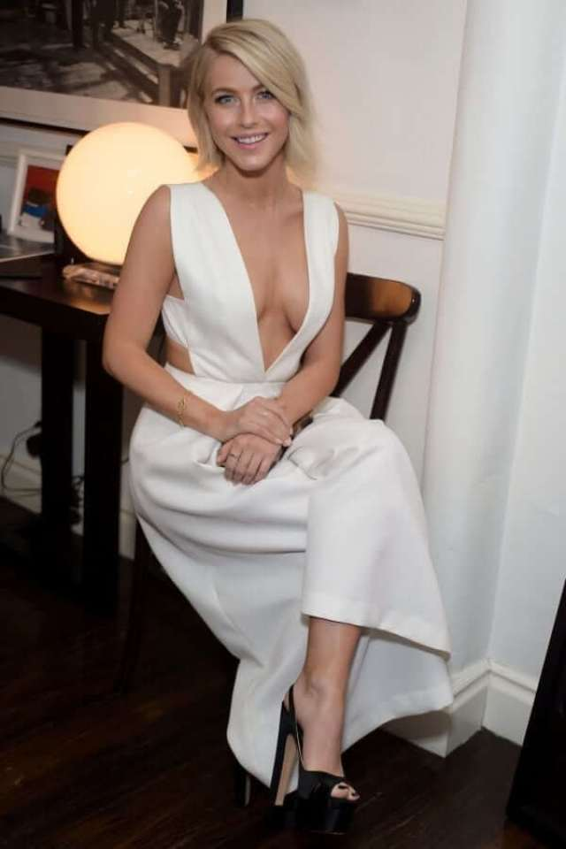 Julianne Hough sexy cleavage pics