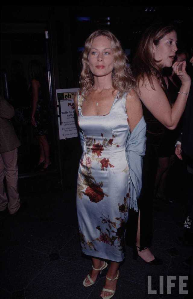 Beverly D'Angelo big booty pics