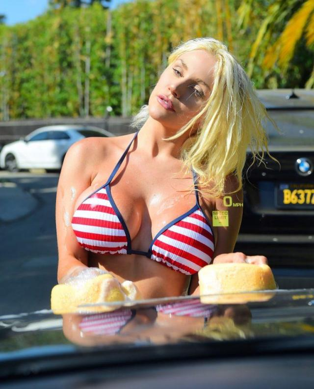 Courtney Stodden sexy cleavage pic