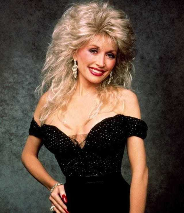 Dolly Parton sexy cleavage pics