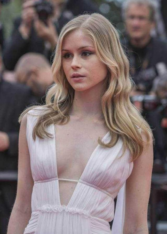 Erin Moriarty hot cleavage pics