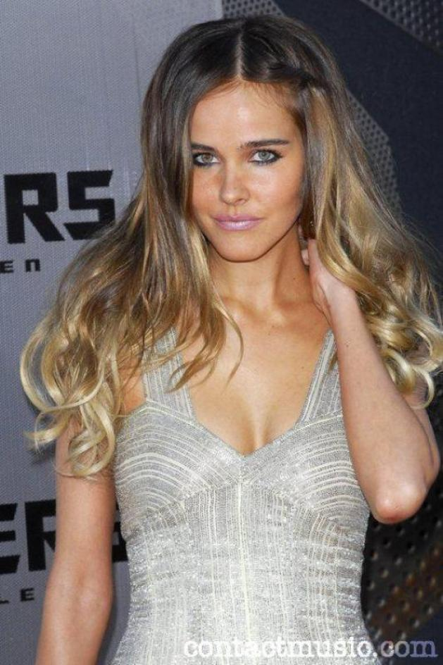 Isabel Lucas hot cleavage pics